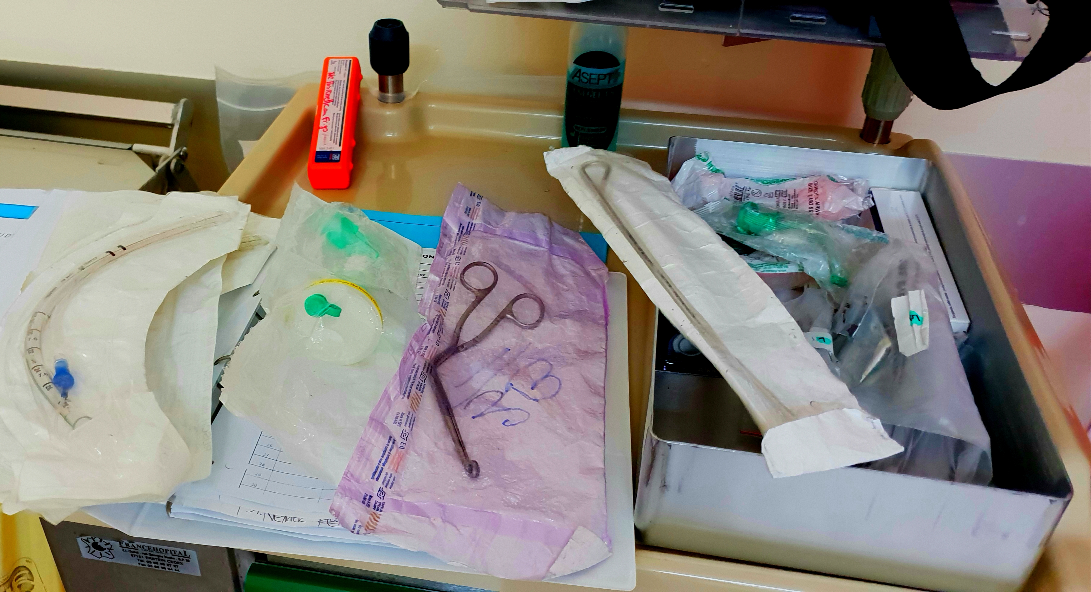intubation. PHOTO NON LIBRE DE DROITS